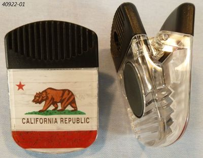Souvenir clip magnet with California Bear Flag design.