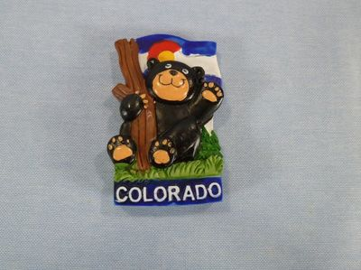 Colorado souvenir magnet with comic bear design