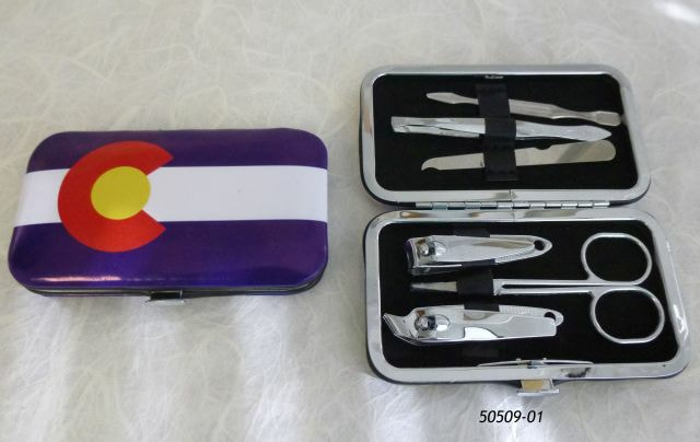 Colorado Souvenir Manicure Kit in Flag design snap case